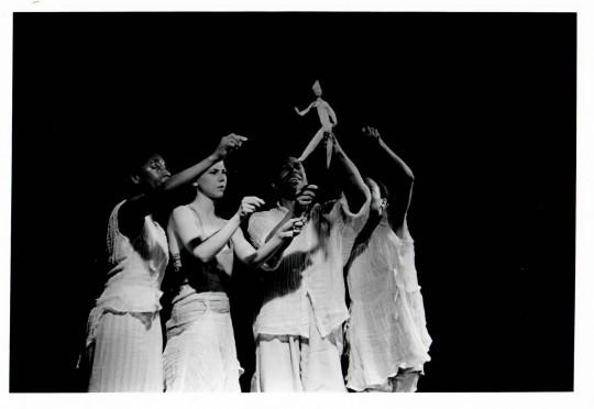 1998-UNDERGROUND RIVER-Aleta Hayes, Cynthia Svigals, Stephen Nunley, Stephanie McKay-Photo by Arthur Elgort